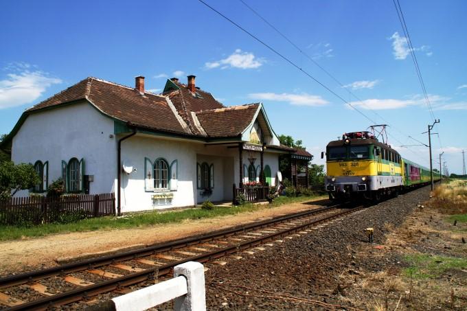 http://www.schoener-reisen.at/Bildergalerie/data/media/172/Nagycenk_Bahnhof._4.JPG