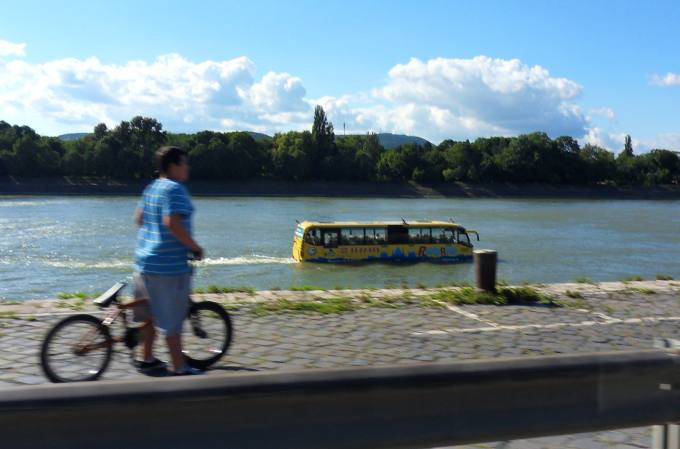 budapest bus schiff busschiff bild des tages bild der woche schoener reisen forum. Black Bedroom Furniture Sets. Home Design Ideas