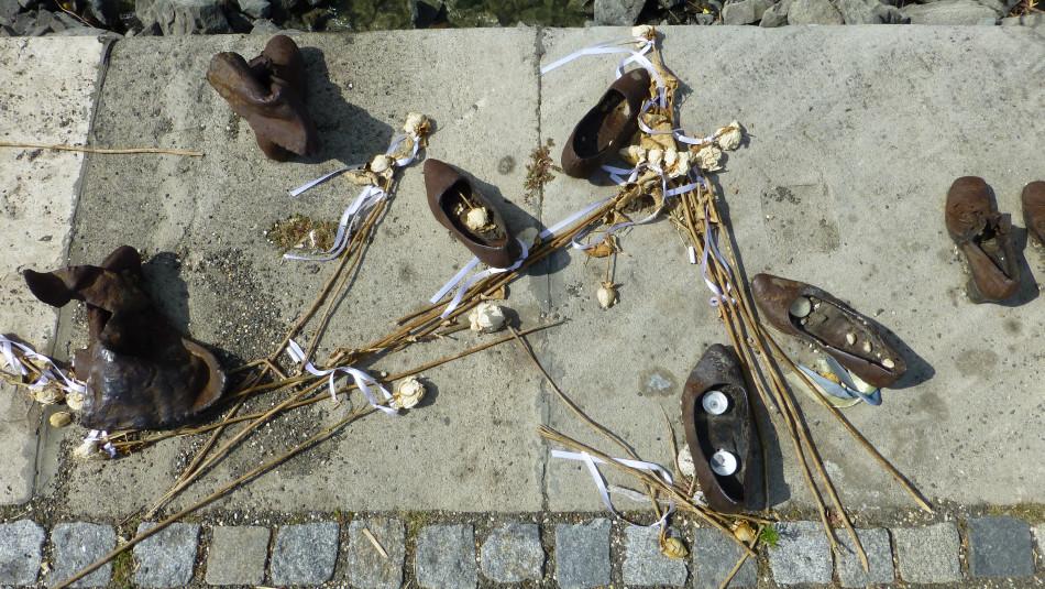 Schuhe Am Donauufer Budapest Schoener Reisen Forum