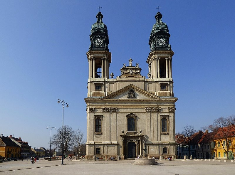 http://www.schoener-reisen.at/Bildergalerie/data/media/651/papa_kirche_zum_heiligen_stephan_8.jpg