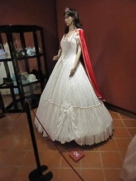 06 Robe aus Film Sissi. Kleid auf dem Donauschiff nach Wien zur Hochzeit (1)