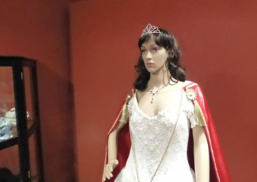06 Robe aus Film Sissi. Kleid auf dem Donauschiff nach Wien zur Hochzeit (2)